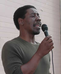 Anthony Thigpenn speaks to a group of volunteers about the main issues in the 2004 election